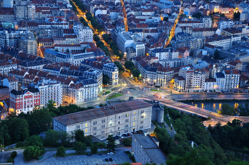 grenoble, boulevard gambetta, vue de la bastille